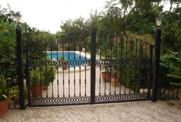 Puerta entrada piscina