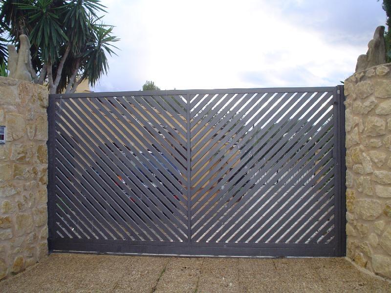 Puertas de hierro para jardin montacargas trendy beautiful puerta ejemplo with puertas de - Puertas de hierro exterior ...