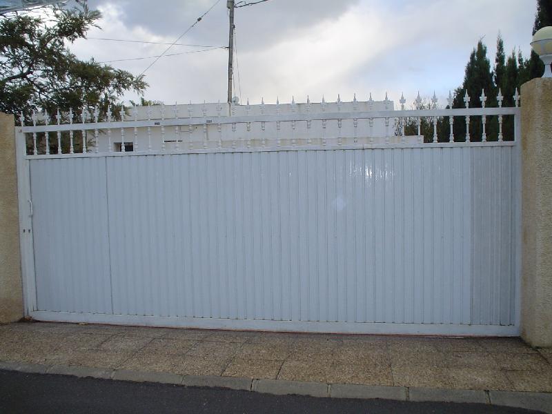 Puertas entrada chalet excellent reforma de aseo en for Puertas chalet exterior